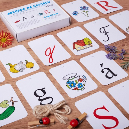 tlacena a pisana abeceda na kartach